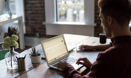 Computer til online arbejde